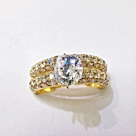 18kt yellow gold diamond bridal set.