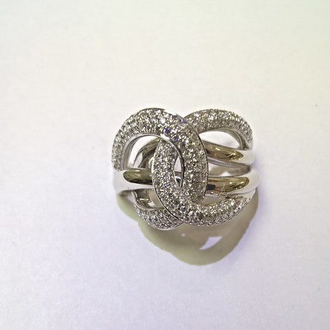 18kt white gold diamond fashion ring.