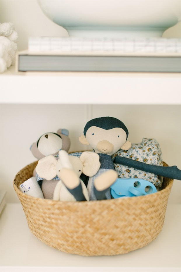 Kid Friendly Bookshelf Revamp She Seamlessly Integrates Her Favorite Pieces With Toys And Blankets For Little One The Help Of Beautiful Baskets