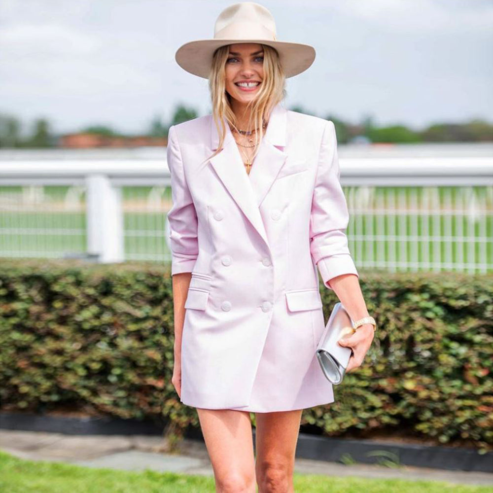 Olga Berg Jess Hart Caulfield Cup Melbourne Wearing Harper Slim Metallic Foldover Clutch in Silver