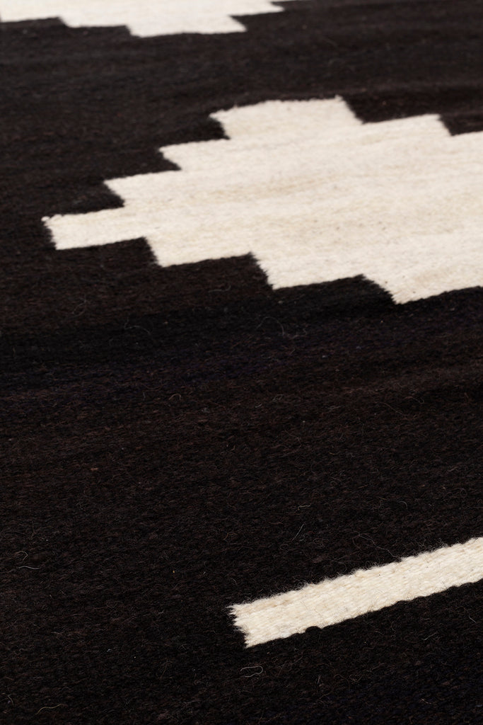 Carlota Runner |  Black & Natural