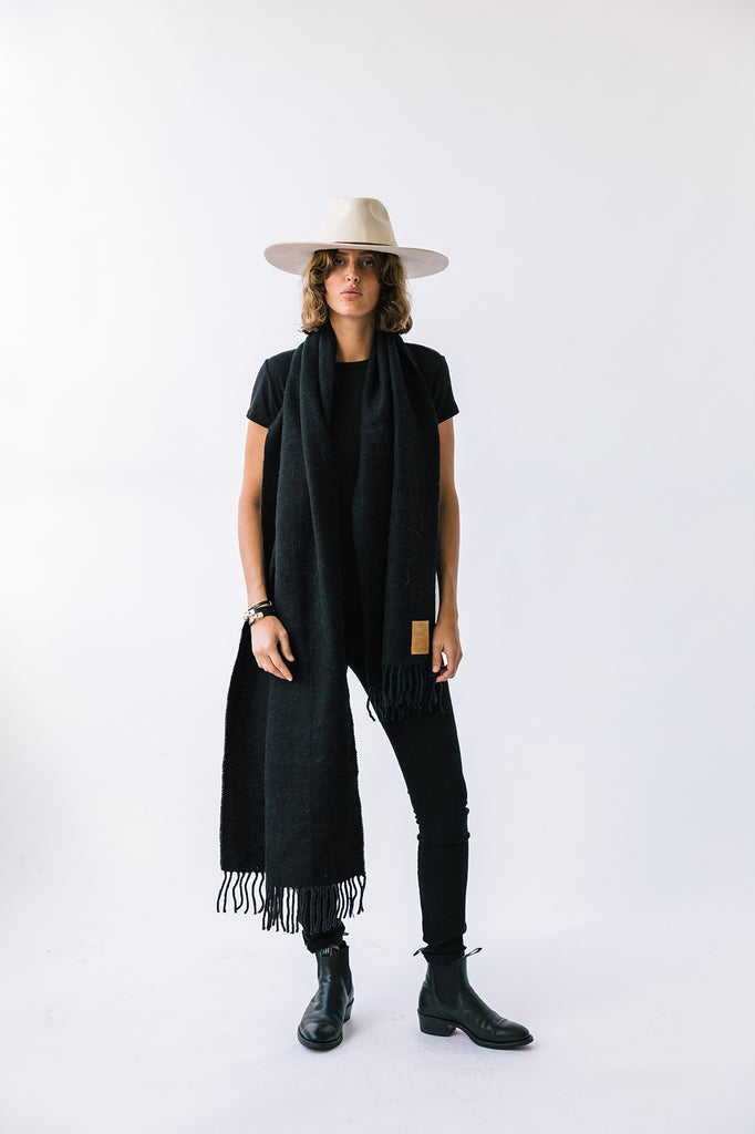 Puna Oversized Scarf | Black