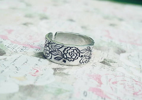 Flower Toe Ring - Summer Jewelry - Summertime - Hypoallergenic - Non Tarnish - Adjustable - Hand Stamped - Custom made