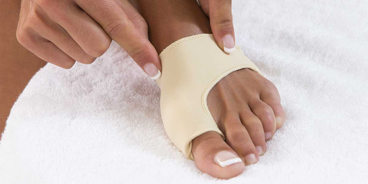 Man wearing Big Toe Splint for protection
