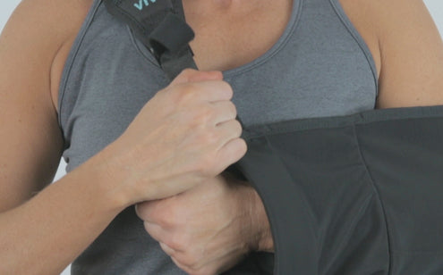 Fastening arm sling with one hand