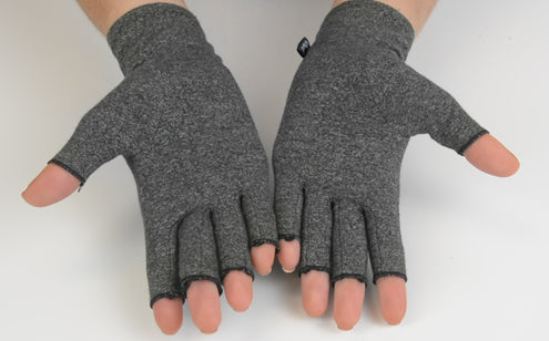 Arthritis gloves covers the wrist, hand & finger joints