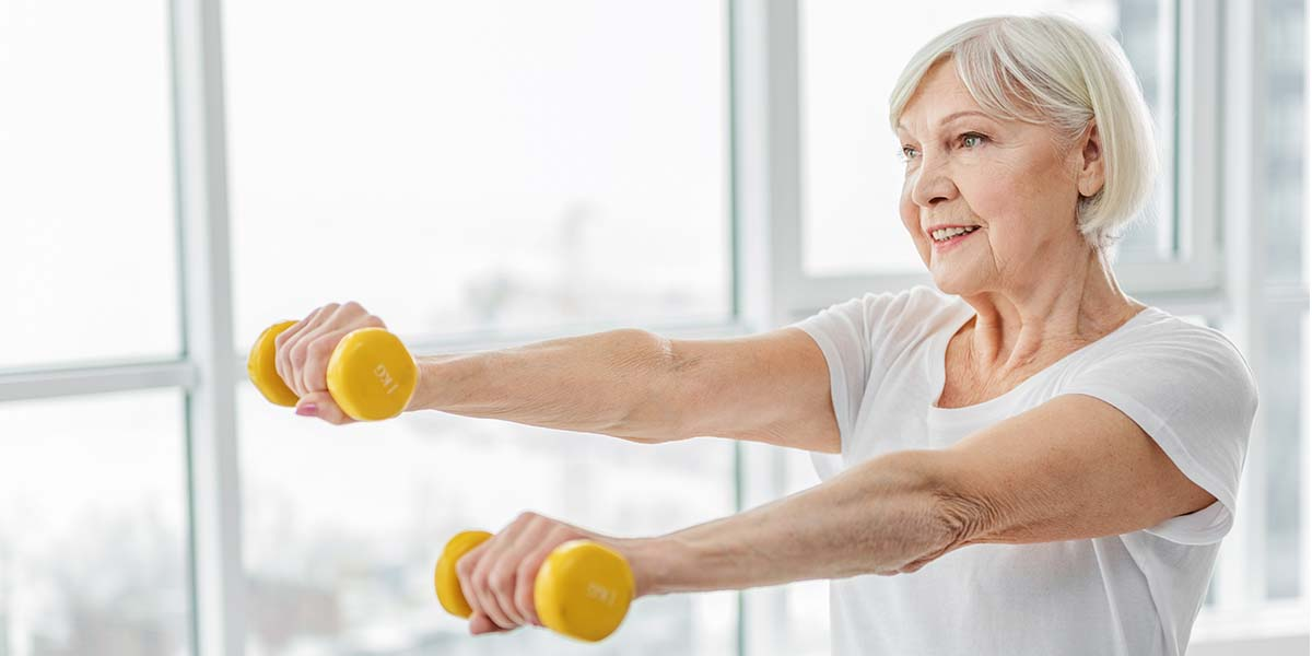 elderly woman lifting dumbbells