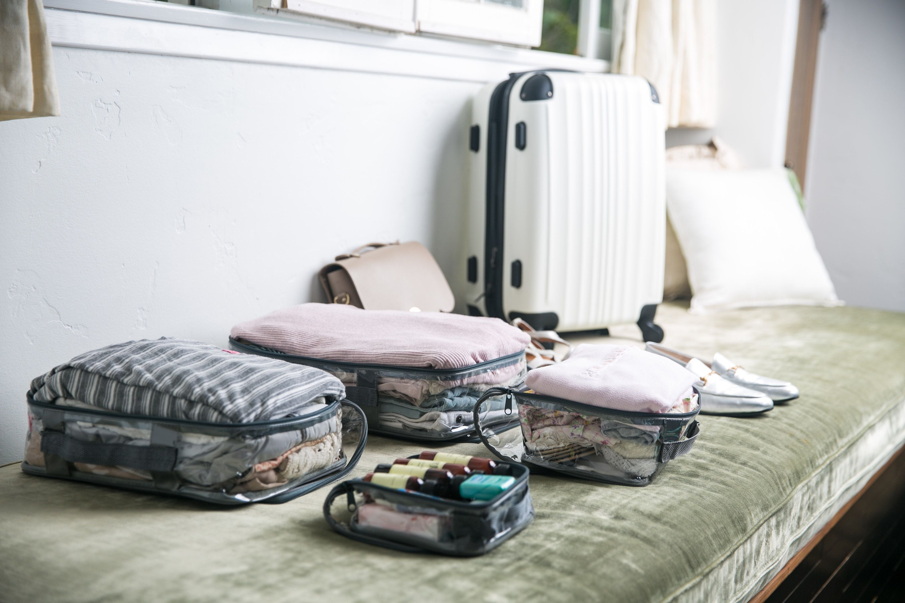Starter set packing cubes and carry on suitcase