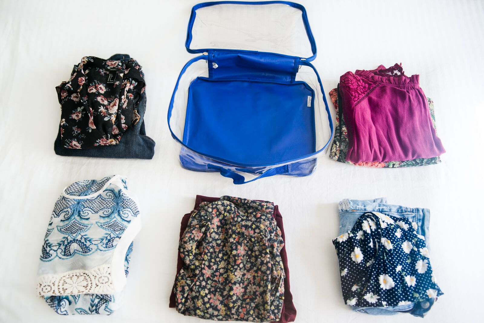 Using packing cells for suitcases by outfit