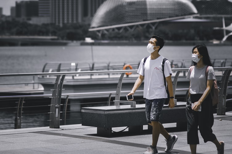 tourists wearing masks during COVID 19 pandemic in Singapore