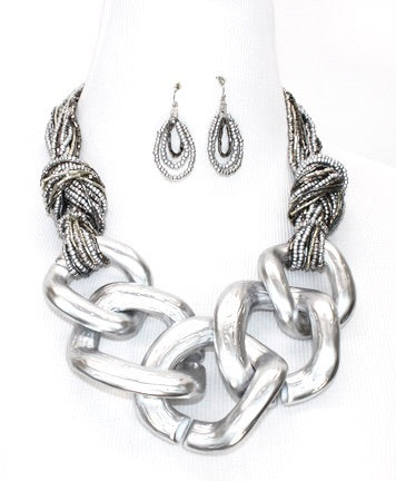 Chunky Silver Link Necklace Set.