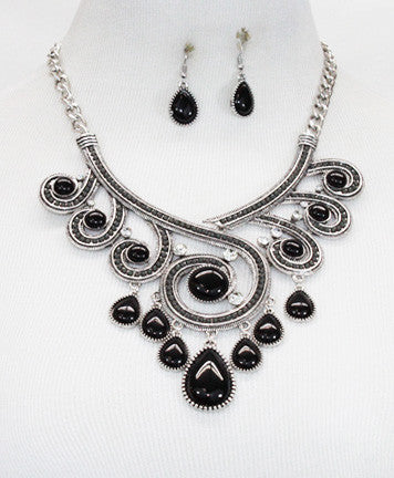 Beautiful Black Swirl Necklace Set.