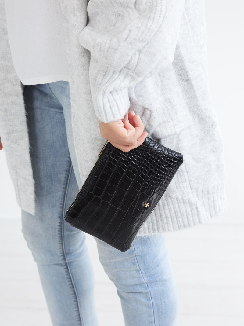 BELLA WRISTLET IN BLACK