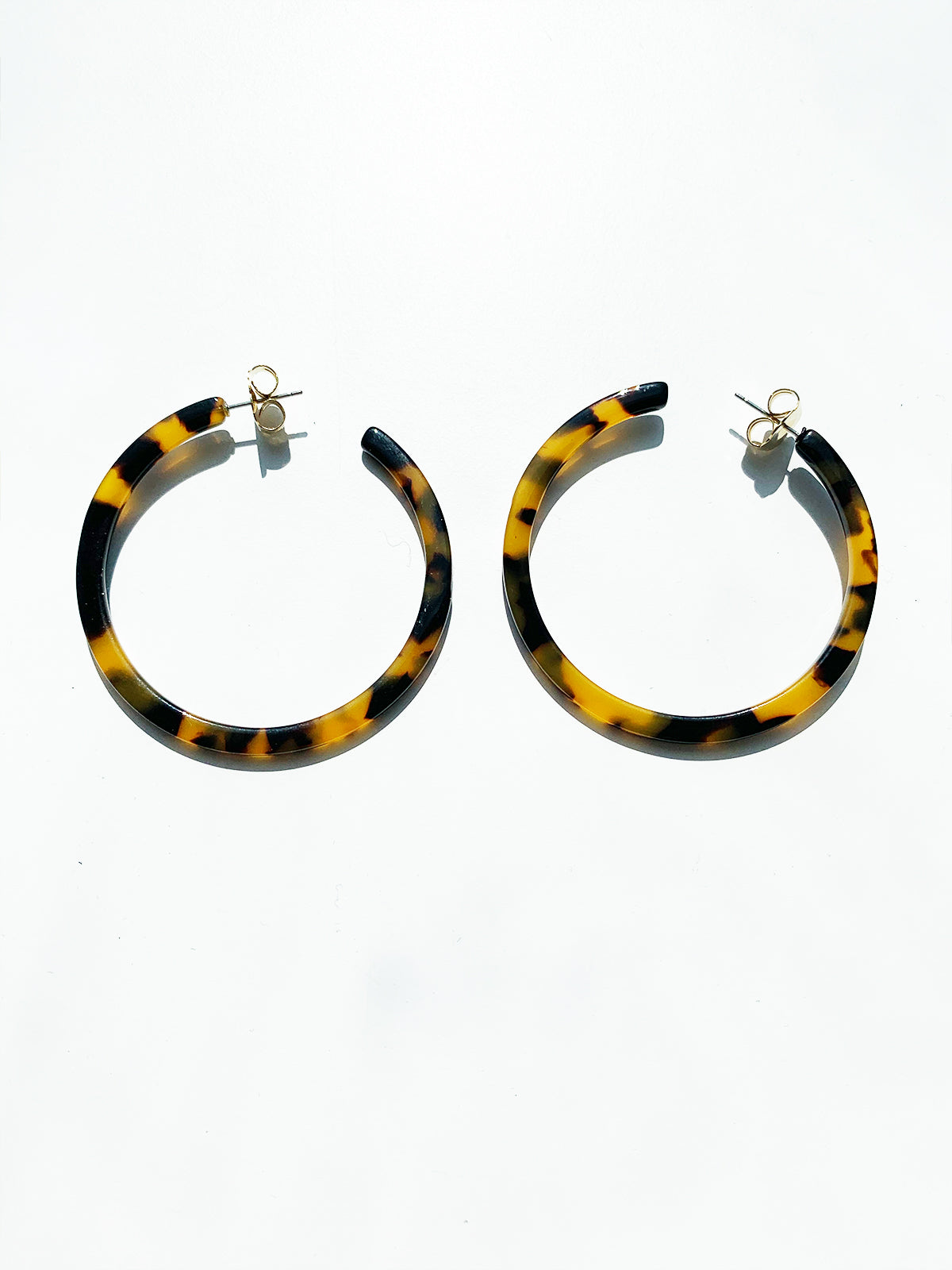 DREAM DARLING HOOP RESIN EARRING