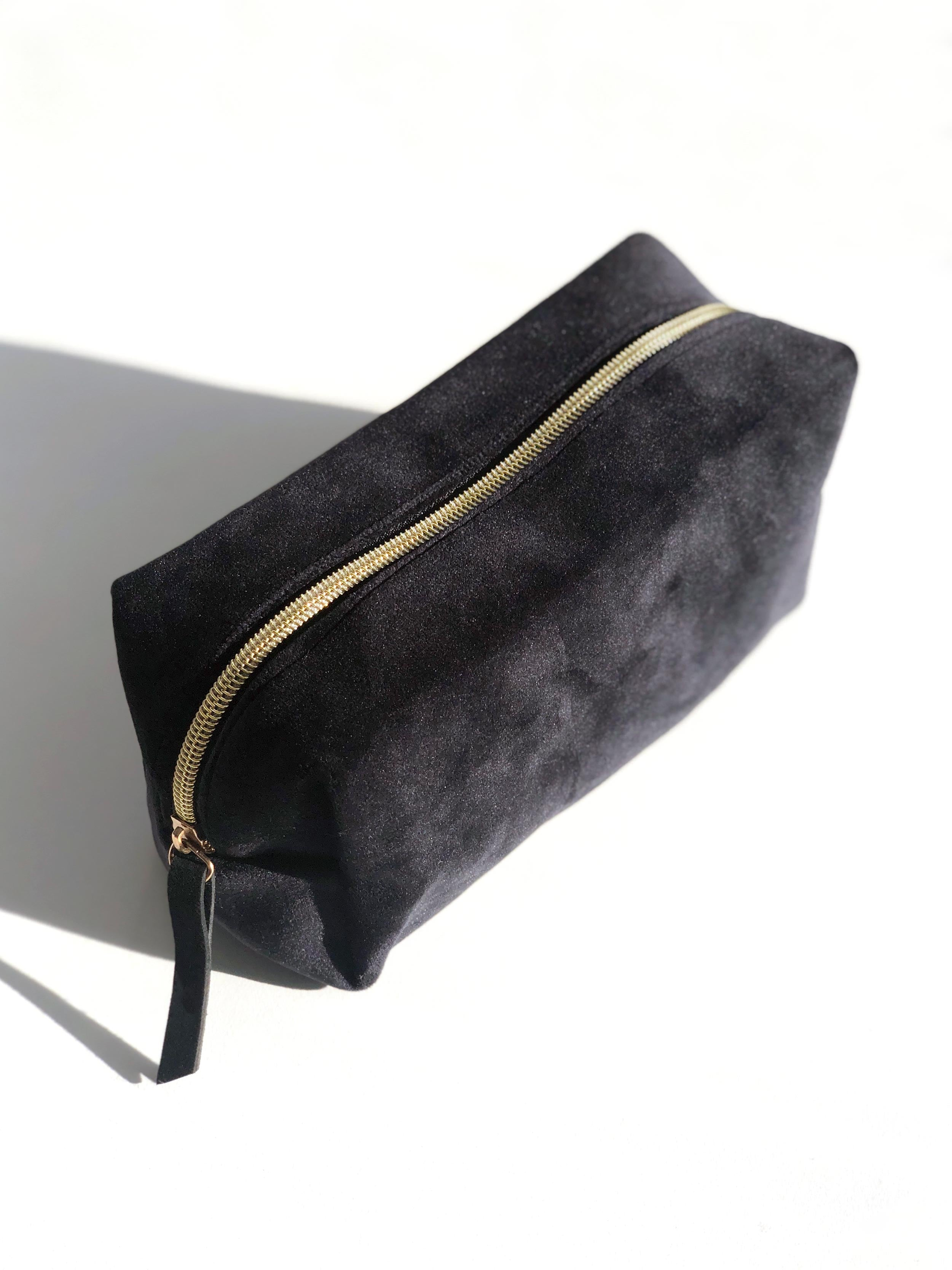 GLOSS & GLOW BEAUTY BAG IN BLACK
