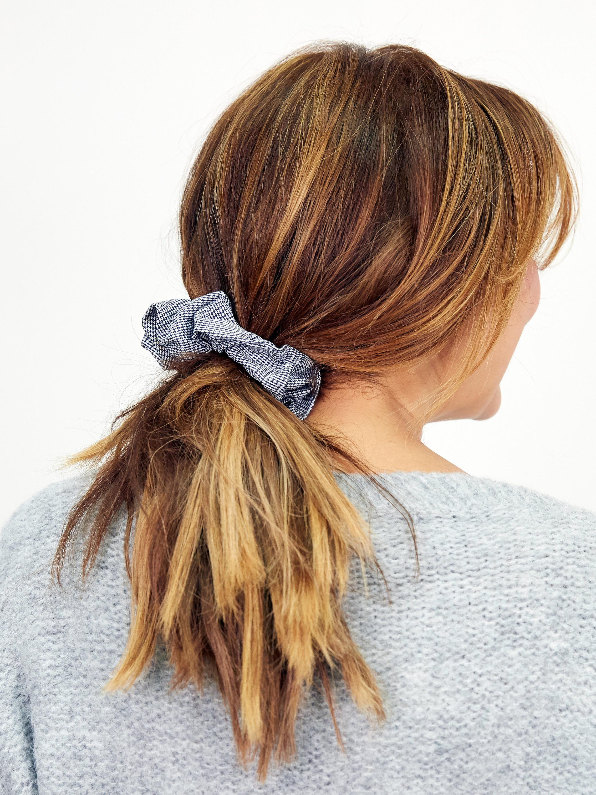 HAIR KISSES CHECKED SCRUNCHIE