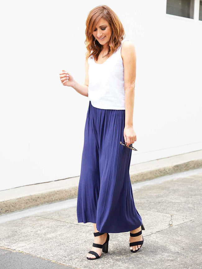 FEELS SO GOOD NAVY SKIRT