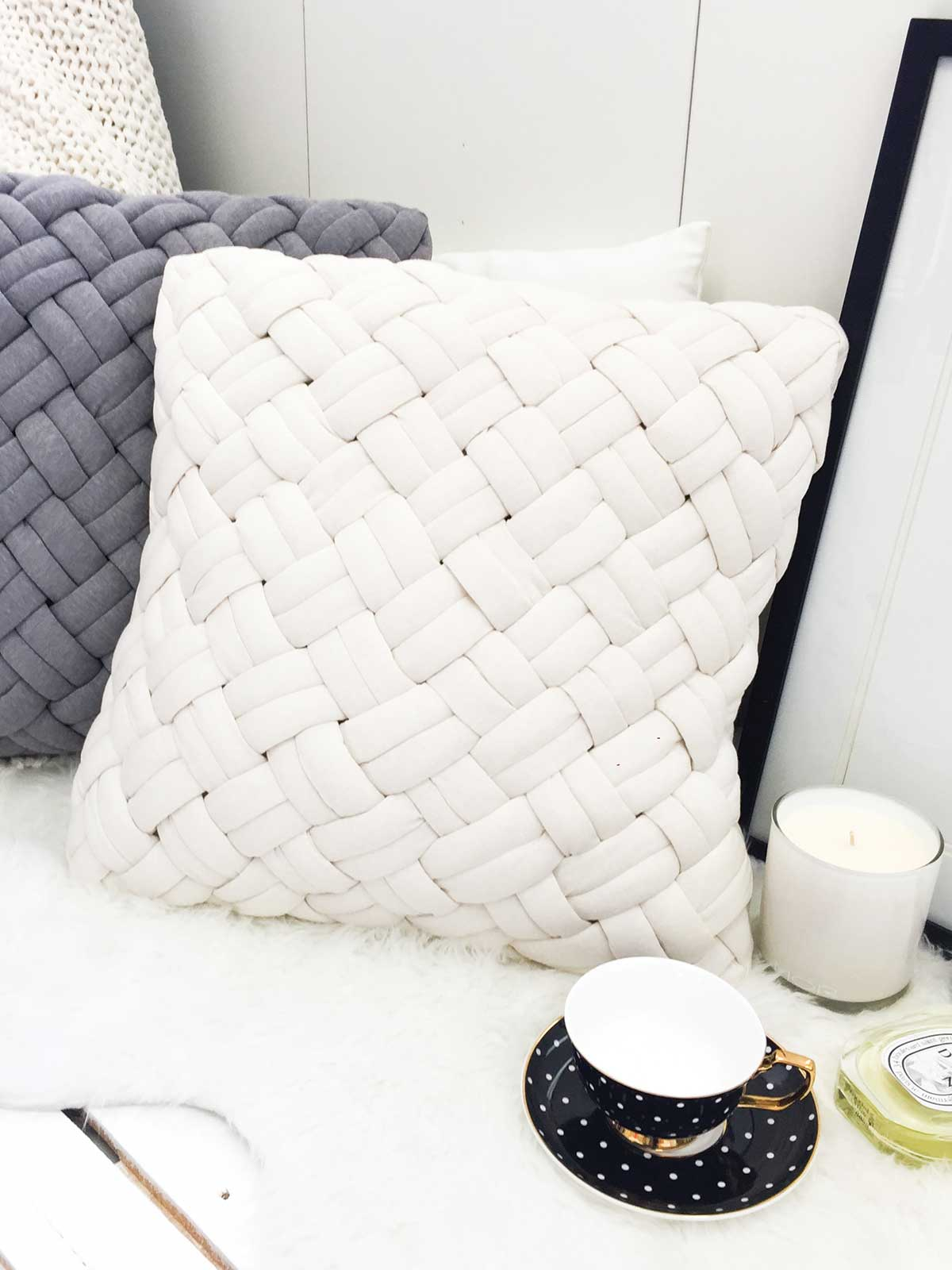 FEELING COSY QUILTED CUSHION - CREAM