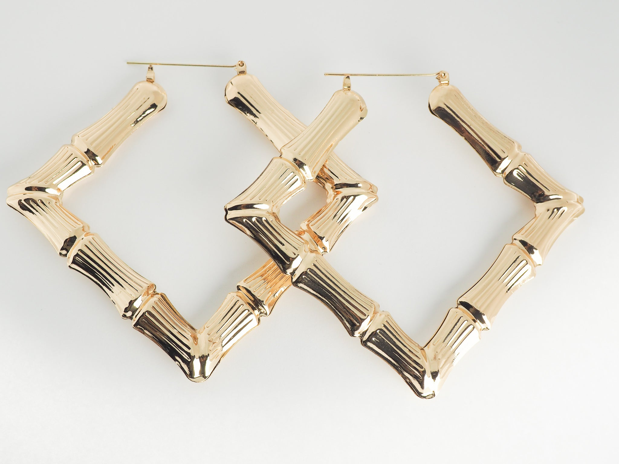 MADEMOISELLE PRIVE SQUARE EARRINGS IN GOLD