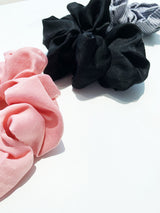 HAIR KISSES BLACK SCRUNCHIE