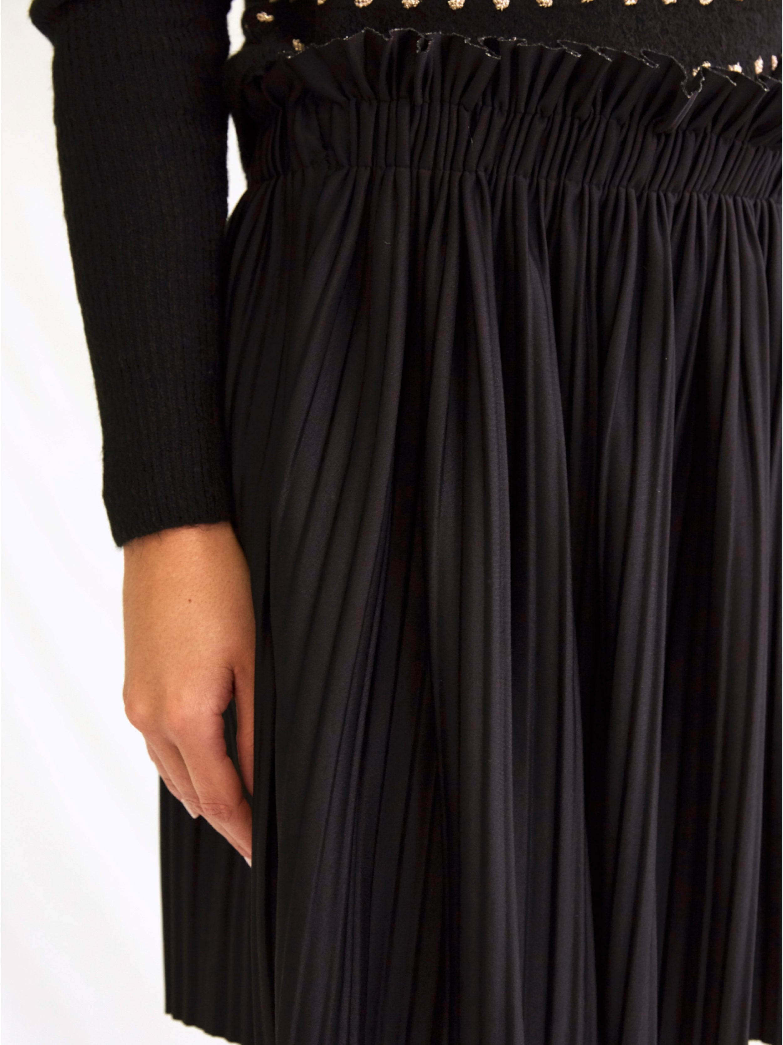 STARS IN OUR EYES PLEATED SKIRT IN BLACK