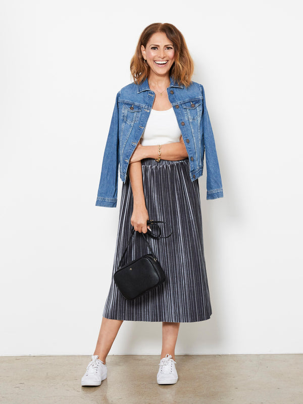 VELVET LOVE PLEATED SKIRT