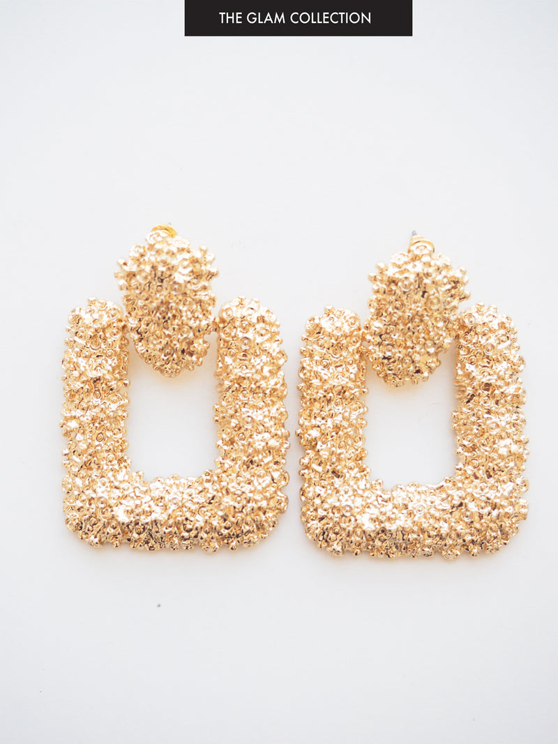 THE MANHATTAN ROMANCE TEXTURED EARRING IN GOLD