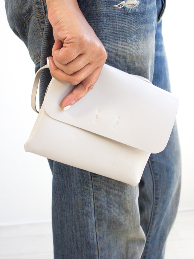 ON THE RUN TAUPE GREY SLING BAG
