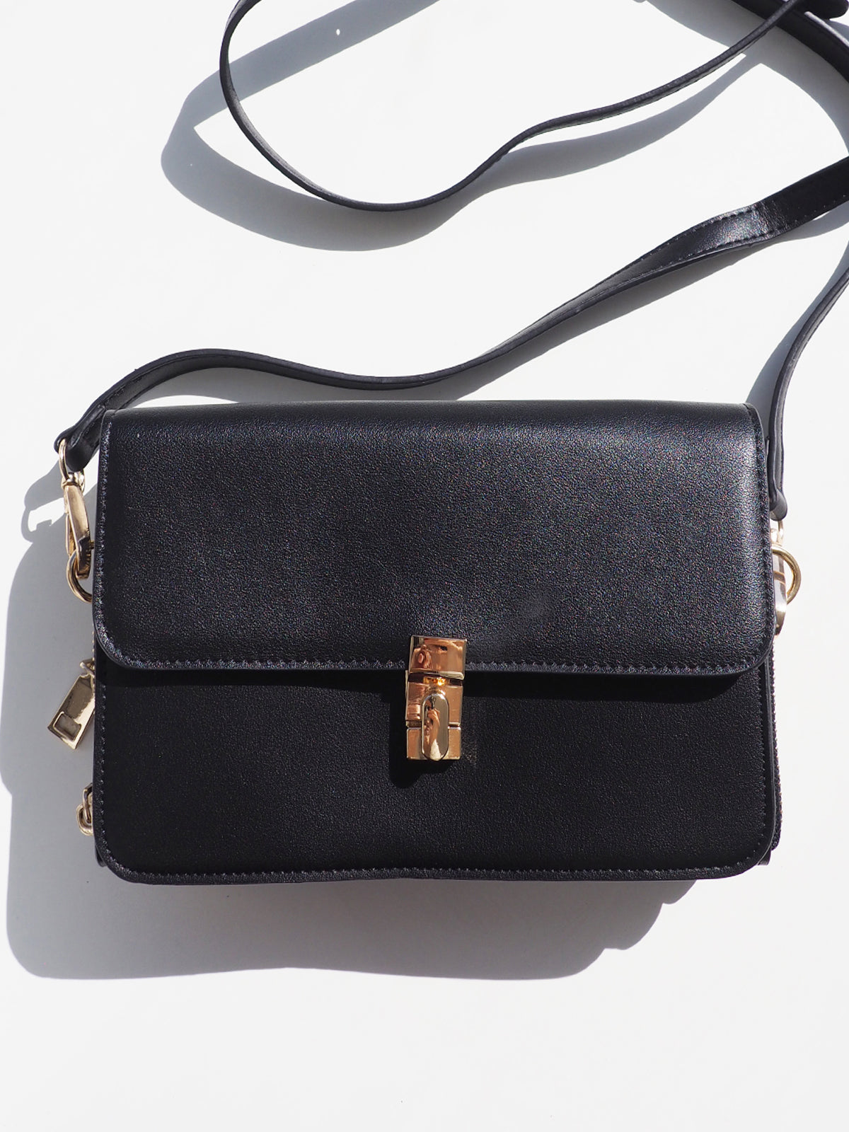 RHYTHM CITY CROSS BODY BAG IN BLACK