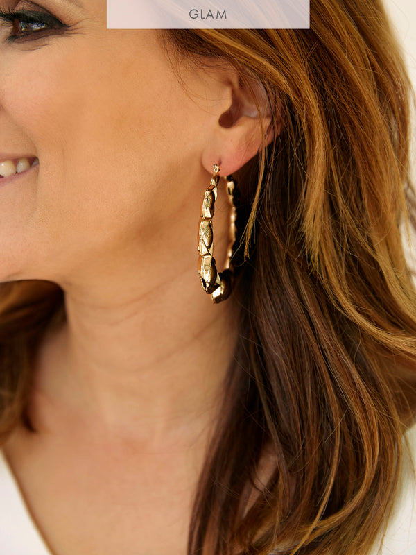 DREAMERS UNITE TEXTURED HOOP EARRINGS IN GOLD