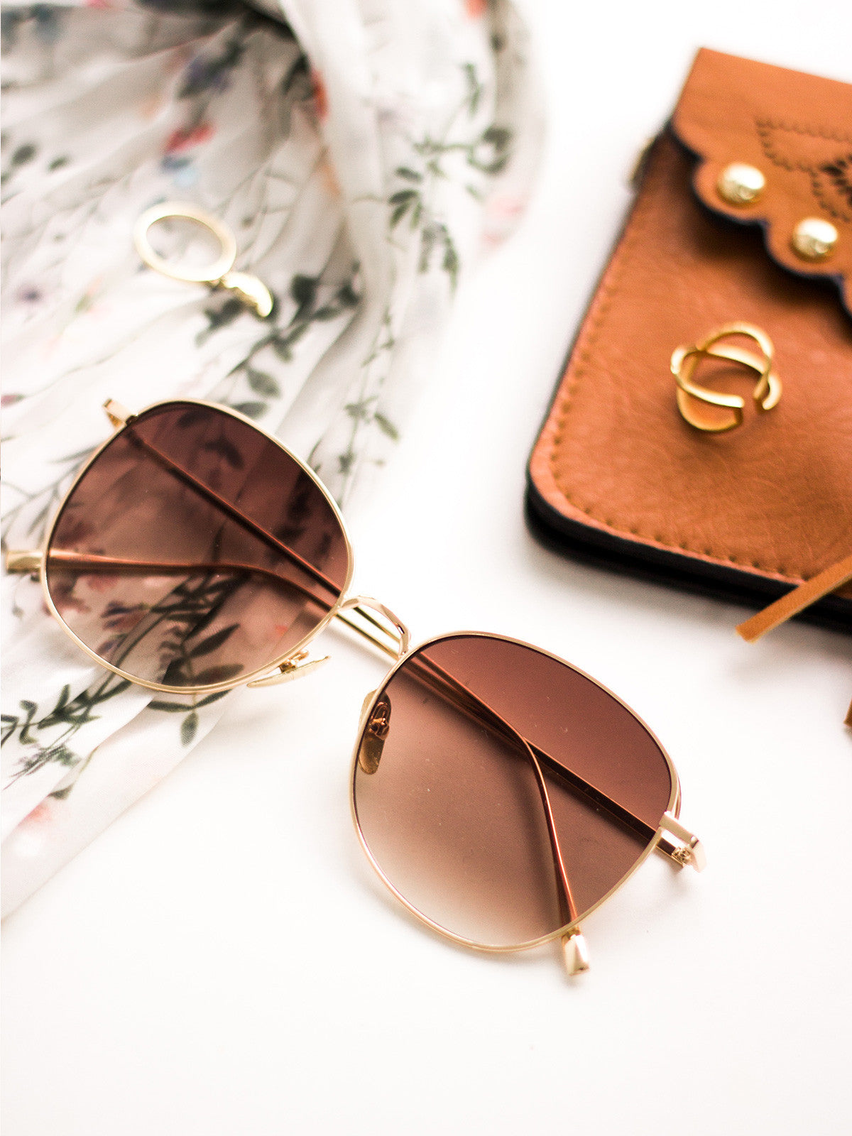 WILD AND FREE VINTAGE GOLD SUNGLASSES