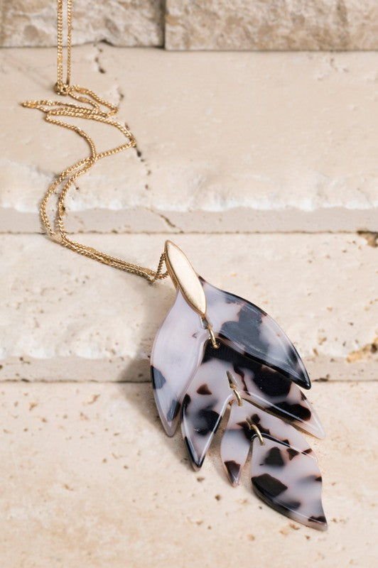 White Tortoise Resin Arrow Leaf Pendant Necklace