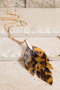 Tortoise Resin Arrow Leaf Pendant Necklace