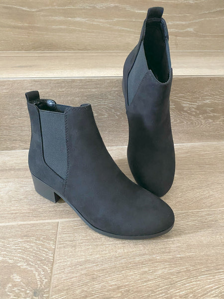 The Essential Chelsea Boot in Black
