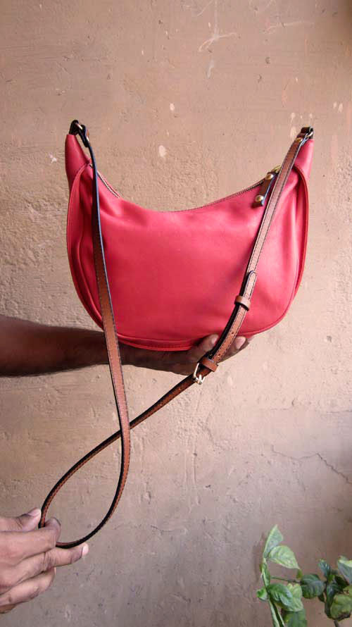 Coral Little Caro, Chiaroscuro, India, Pure Leather, Handbag, Bag, Workshop Made, Leather, Bags, Handmade, Artisanal, Leather Work, Leather Workshop, Fashion, Women's Fashion, Women's Accessories, Accessories, Handcrafted, Made In India, Chiaroscuro Bags - 10