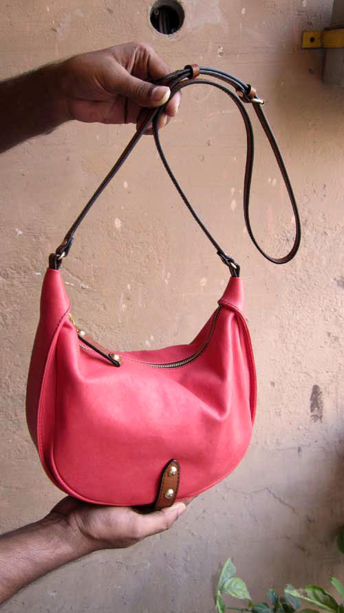 Coral Little Caro, Chiaroscuro, India, Pure Leather, Handbag, Bag, Workshop Made, Leather, Bags, Handmade, Artisanal, Leather Work, Leather Workshop, Fashion, Women's Fashion, Women's Accessories, Accessories, Handcrafted, Made In India, Chiaroscuro Bags - 5