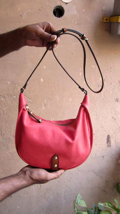 Coral Little Caro, Chiaroscuro, India, Pure Leather, Handbag, Bag, Workshop Made, Leather, Bags, Handmade, Artisanal, Leather Work, Leather Workshop, Fashion, Women's Fashion, Women's Accessories, Accessories, Handcrafted, Made In India, Chiaroscuro Bags - 2