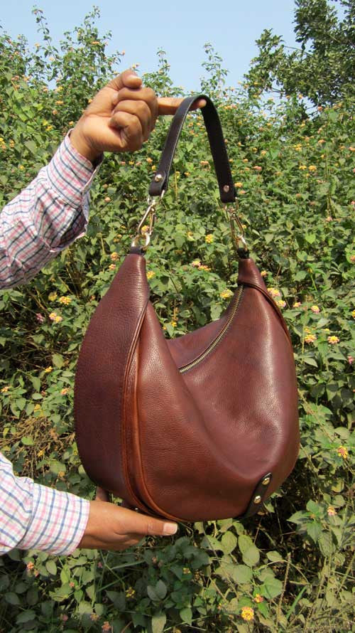 Burnt Sienna Big Caro, Chiaroscuro, India, Pure Leather, Handbag, Bag, Workshop Made, Leather, Bags, Handmade, Artisanal, Leather Work, Leather Workshop, Fashion, Women's Fashion, Women's Accessories, Accessories, Handcrafted, Made In India, Chiaroscuro Bags - 3