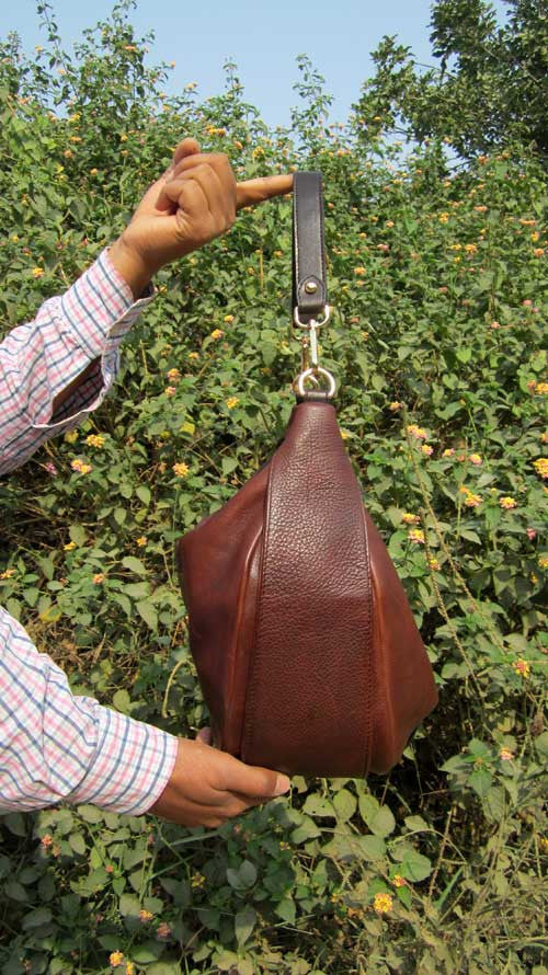 Burnt Sienna Big Caro, Chiaroscuro, India, Pure Leather, Handbag, Bag, Workshop Made, Leather, Bags, Handmade, Artisanal, Leather Work, Leather Workshop, Fashion, Women's Fashion, Women's Accessories, Accessories, Handcrafted, Made In India, Chiaroscuro Bags - 4