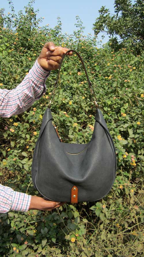 Charcoal Big Caro, Chiaroscuro, India, Pure Leather, Handbag, Bag, Workshop Made, Leather, Bags, Handmade, Artisanal, Leather Work, Leather Workshop, Fashion, Women's Fashion, Women's Accessories, Accessories, Handcrafted, Made In India, Chiaroscuro Bags - 1