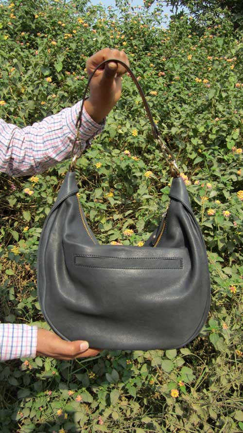 Charcoal Big Caro, Chiaroscuro, India, Pure Leather, Handbag, Bag, Workshop Made, Leather, Bags, Handmade, Artisanal, Leather Work, Leather Workshop, Fashion, Women's Fashion, Women's Accessories, Accessories, Handcrafted, Made In India, Chiaroscuro Bags - 6