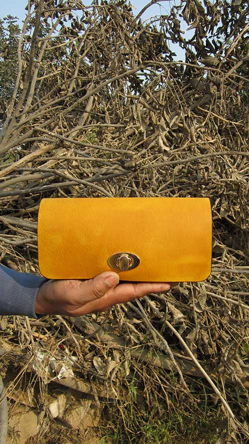 Mustard Michela, Chiaroscuro, India, Pure Leather, Handbag, Bag, Workshop Made, Leather, Bags, Handmade, Artisanal, Leather Work, Leather Workshop, Fashion, Women's Fashion, Women's Accessories, Accessories, Handcrafted, Made In India, Chiaroscuro Bags - 2