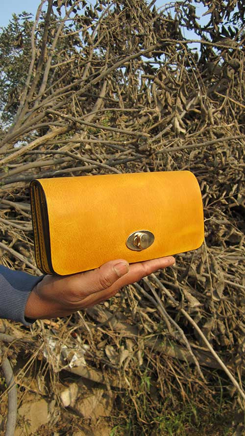 Mustard Michela, Chiaroscuro, India, Pure Leather, Handbag, Bag, Workshop Made, Leather, Bags, Handmade, Artisanal, Leather Work, Leather Workshop, Fashion, Women's Fashion, Women's Accessories, Accessories, Handcrafted, Made In India, Chiaroscuro Bags - 3
