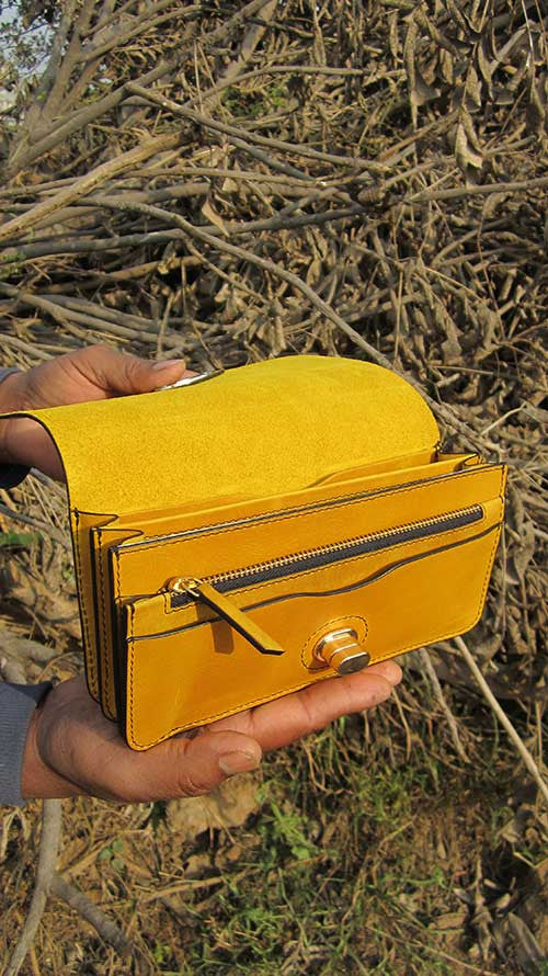 Mustard Michela, Chiaroscuro, India, Pure Leather, Handbag, Bag, Workshop Made, Leather, Bags, Handmade, Artisanal, Leather Work, Leather Workshop, Fashion, Women's Fashion, Women's Accessories, Accessories, Handcrafted, Made In India, Chiaroscuro Bags - 7