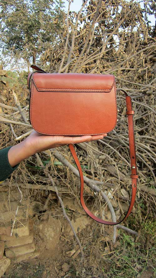 Carrot Little Stefanie, Chiaroscuro, India, Pure Leather, Handbag, Bag, Workshop Made, Leather, Bags, Handmade, Artisanal, Leather Work, Leather Workshop, Fashion, Women's Fashion, Women's Accessories, Accessories, Handcrafted, Made In India, Chiaroscuro Bags - 11
