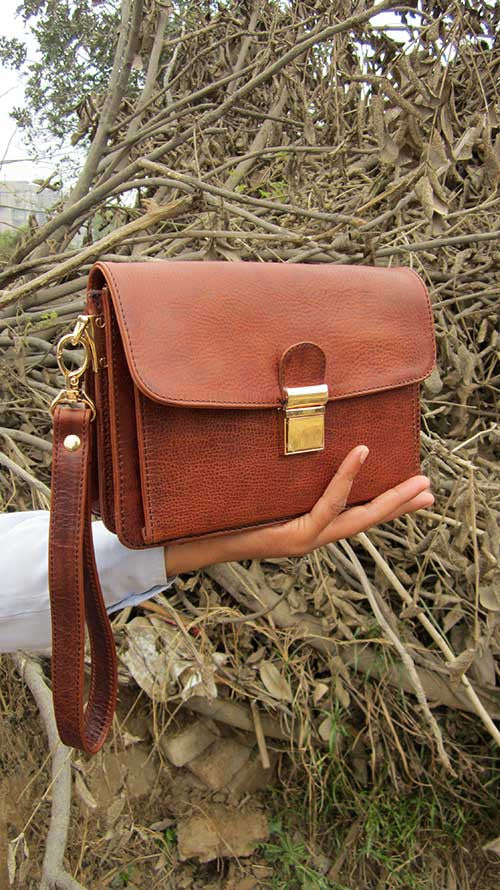 Rajan Wristlet, Chiaroscuro, India, Pure Leather, Handbag, Bag, Workshop Made, Leather, Bags, Handmade, Artisanal, Leather Work, Leather Workshop, Fashion, Women's Fashion, Women's Accessories, Accessories, Handcrafted, Made In India, Chiaroscuro Bags - 2