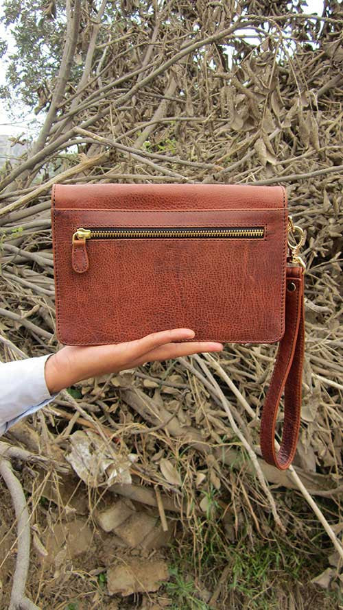 Rajan Wristlet, Chiaroscuro, India, Pure Leather, Handbag, Bag, Workshop Made, Leather, Bags, Handmade, Artisanal, Leather Work, Leather Workshop, Fashion, Women's Fashion, Women's Accessories, Accessories, Handcrafted, Made In India, Chiaroscuro Bags - 4