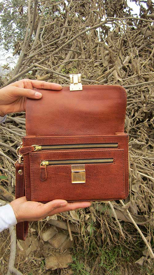 Rajan Wristlet, Chiaroscuro, India, Pure Leather, Handbag, Bag, Workshop Made, Leather, Bags, Handmade, Artisanal, Leather Work, Leather Workshop, Fashion, Women's Fashion, Women's Accessories, Accessories, Handcrafted, Made In India, Chiaroscuro Bags - 5
