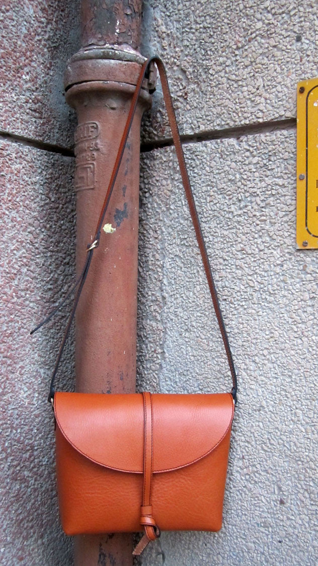 Carrot Big Stella, Chiaroscuro, India, Pure Leather, Handbag, Bag, Workshop Made, Leather, Bags, Handmade, Artisanal, Leather Work, Leather Workshop, Fashion, Women's Fashion, Women's Accessories, Accessories, Handcrafted, Made In India, Chiaroscuro Bags - 1
