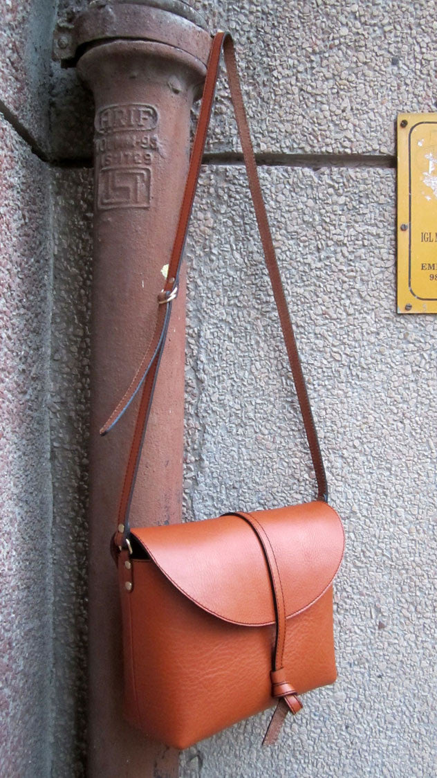 Carrot Big Stella, Chiaroscuro, India, Pure Leather, Handbag, Bag, Workshop Made, Leather, Bags, Handmade, Artisanal, Leather Work, Leather Workshop, Fashion, Women's Fashion, Women's Accessories, Accessories, Handcrafted, Made In India, Chiaroscuro Bags - 4